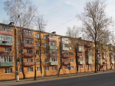 Ворошилова 42 — установка ограждений на клумбах